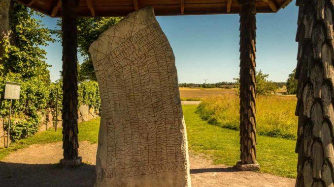 Bilden föreställer Rökstenen i Östergötland